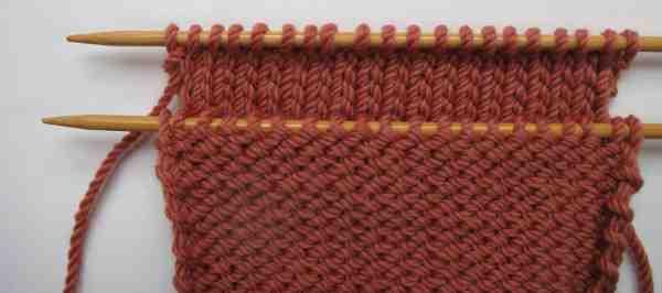 Comment deux pièces de tricot sont-elles assemblées?