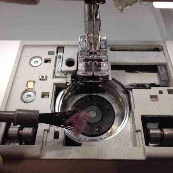Comment modifier un fil dans la machine à coudre?