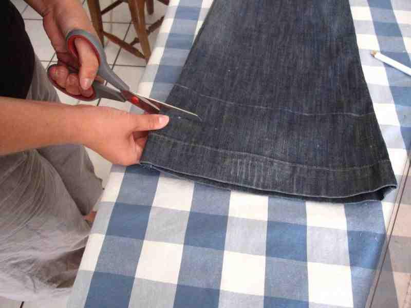 Comment raccourcir un jean sans le couper?