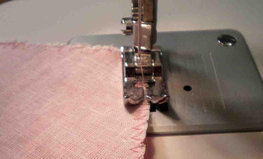 Comment recouvrir les bords d'un tissu?