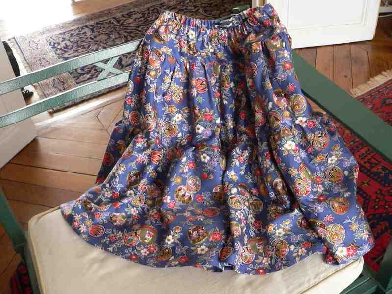 Comment utiliser une jupe trop large à la taille?