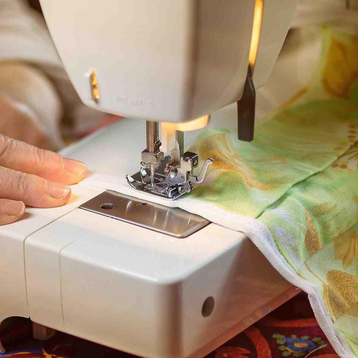 Où est fabriquée la machine à coudre d'Elna?