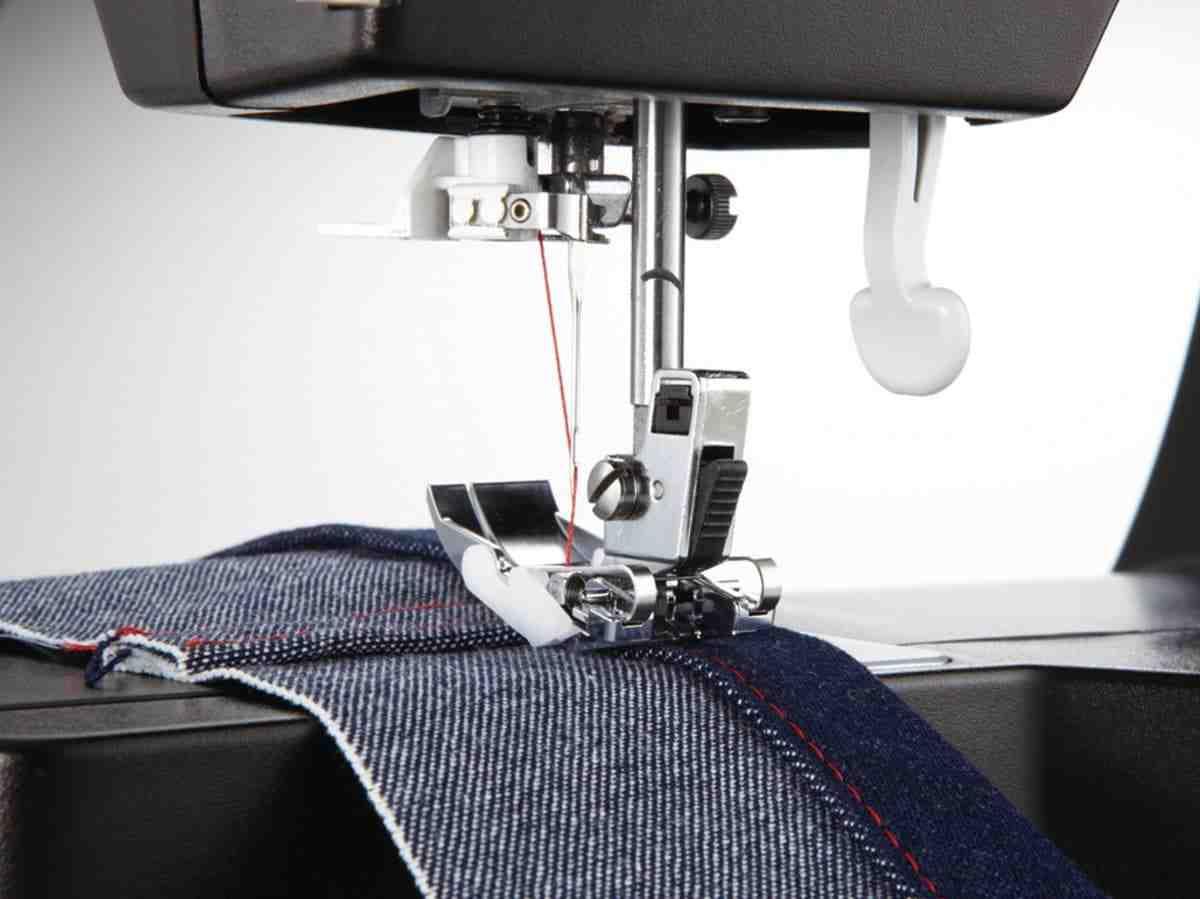 Quelle machine à coudre pour l'ourlet des jeans?