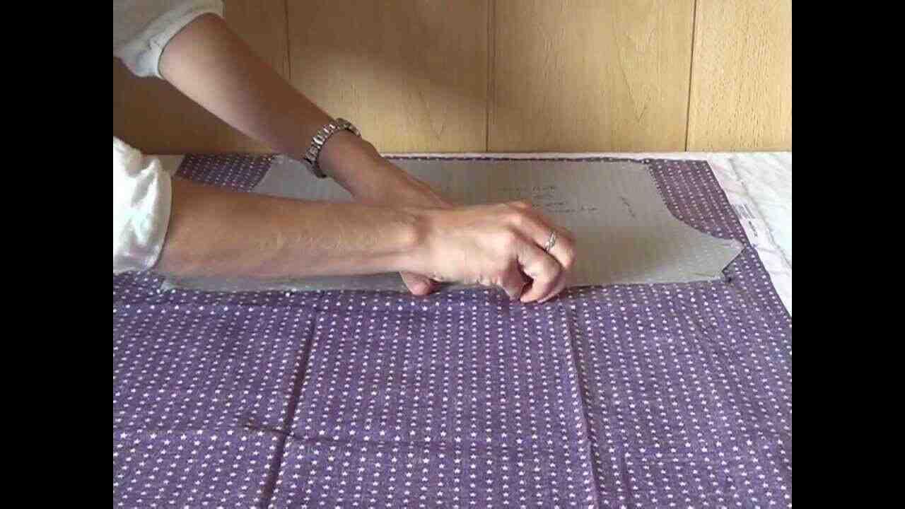Comment couper un tissu en ligne droite?