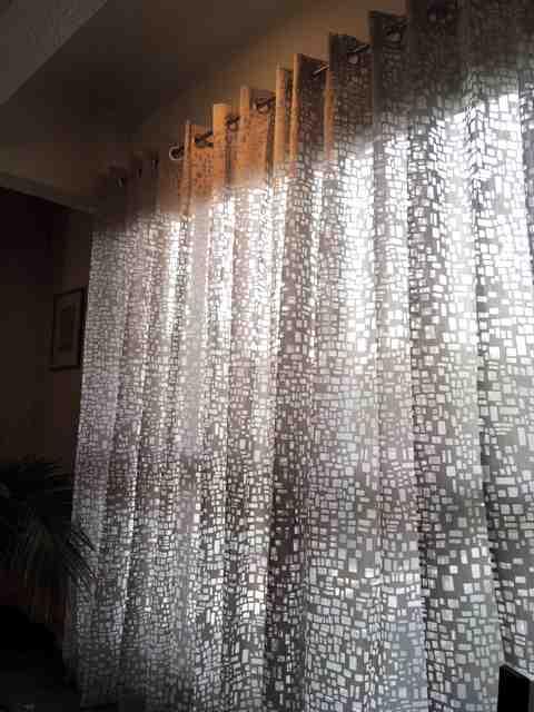 Comment ourler les rideaux transparents?