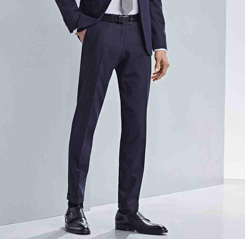 Comment ourler manuellement un pantalon de costume?