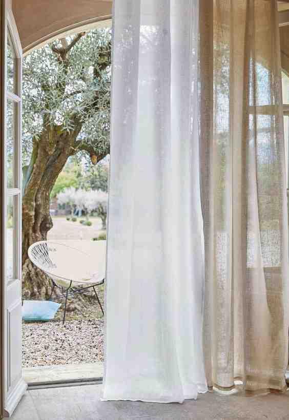 Quelle est la longueur de l'ourlet du rideau?