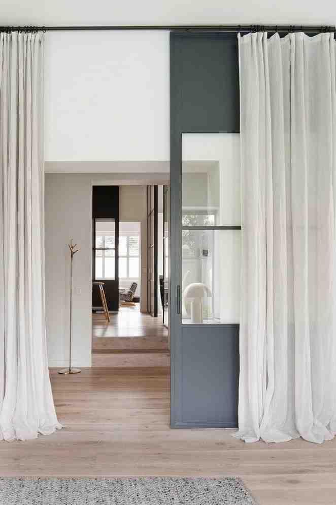 Quelle est la longueur du rideau droit?