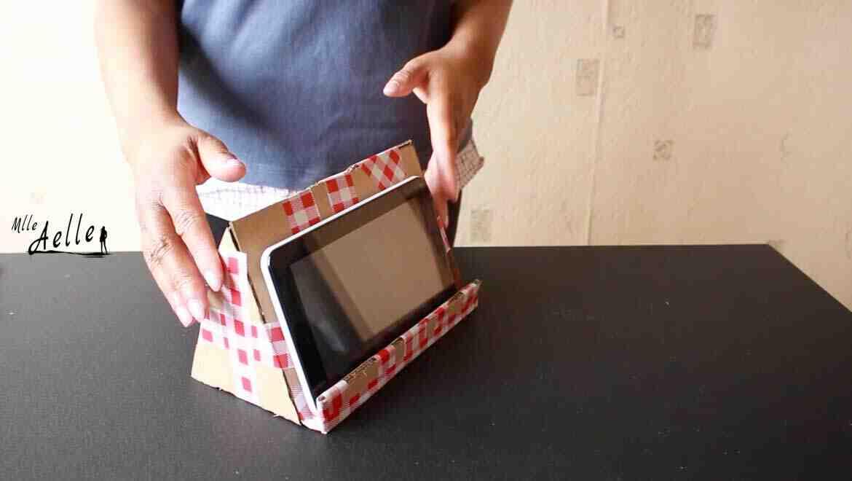 Comment pouvez-vous faire le support de la tablette avec un cintre?