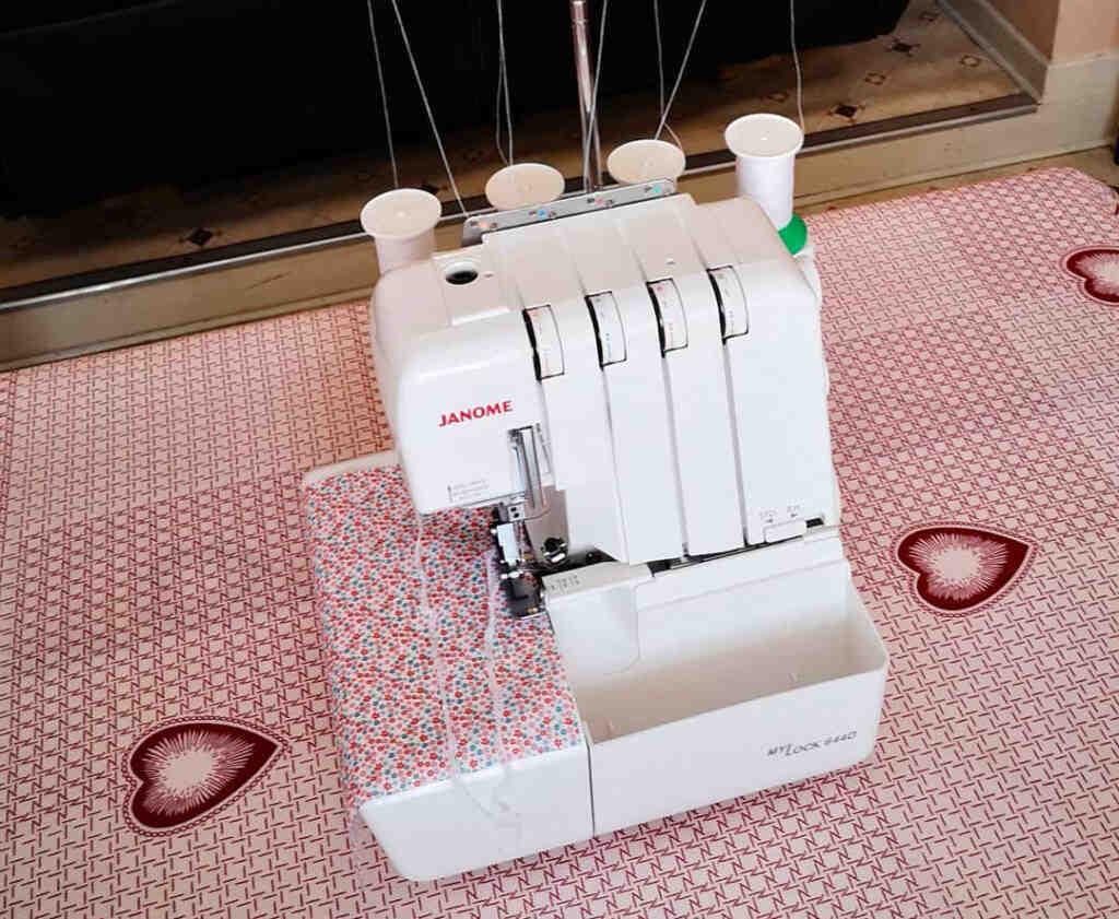Comment recouvrir un tissu à la main?