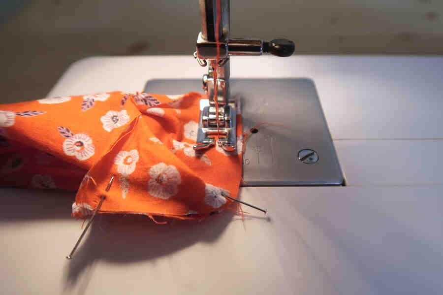 Comment faire un chouchou en tissu avec une machine à coudre ?